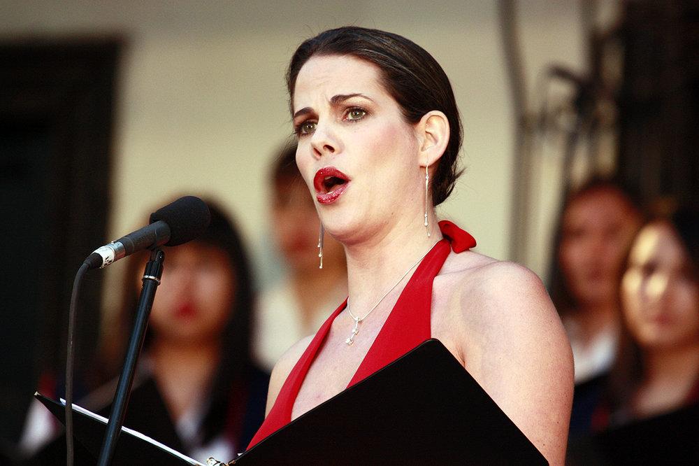 Kala-Maxym-singing-Chile-Five-Senses-Tastings-Live-Music.jpg
