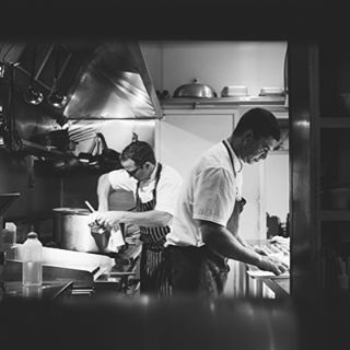 I'm always curious about what's happening in the kitchen and who is creating so much of the amazing food that's rushing out.These guys were as cool as cucumbers catering for 80 or so. 👊@belongilbistro #bts #cheflove #details #kitchenshot #reception #belongilbistro #byronbayphotographer #byronbayweddingphotographer (at Byron Bay, New South Wales)