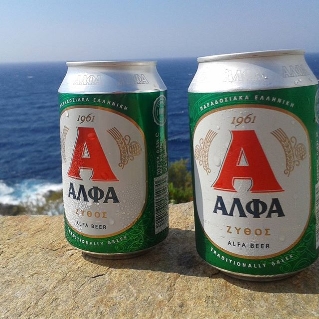 Kieran and Belinda are enjoying the local tipple in Greece (all that sun, sea and sand must be affecting their beer choice. It's no Hophead - but any port in a storm!). The weather is clearly better than it currently is in downtown Los Amberles - keep warm folks!