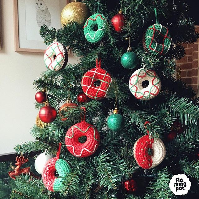 Your Christmas tree won't be complete without these cute donut ornaments 🎄 Get them online for last minute express  delivery 🎄🍩