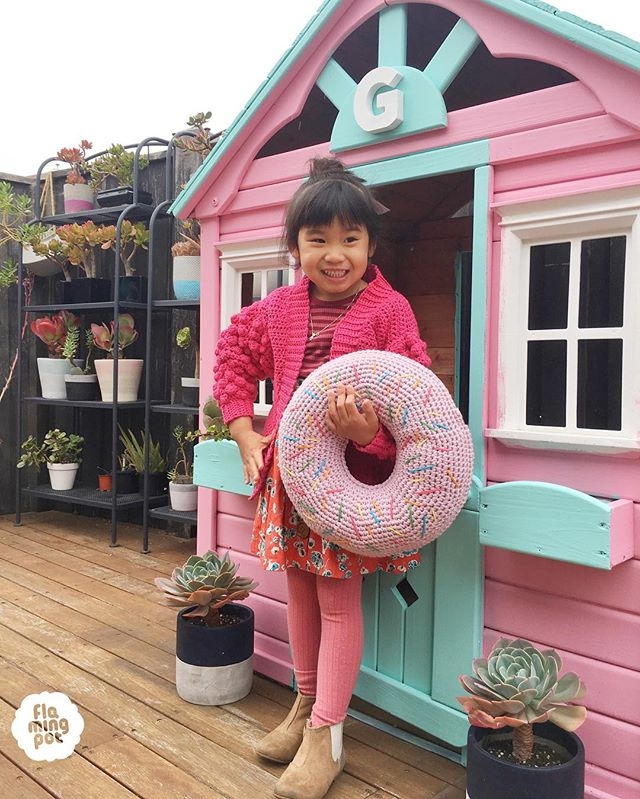 Made special custom order bobble cardigan for my special little girl 👧🏻❤️ Matching with our donut too 🍩❤️ Cardigan pattern by @littlegoldennook 😊