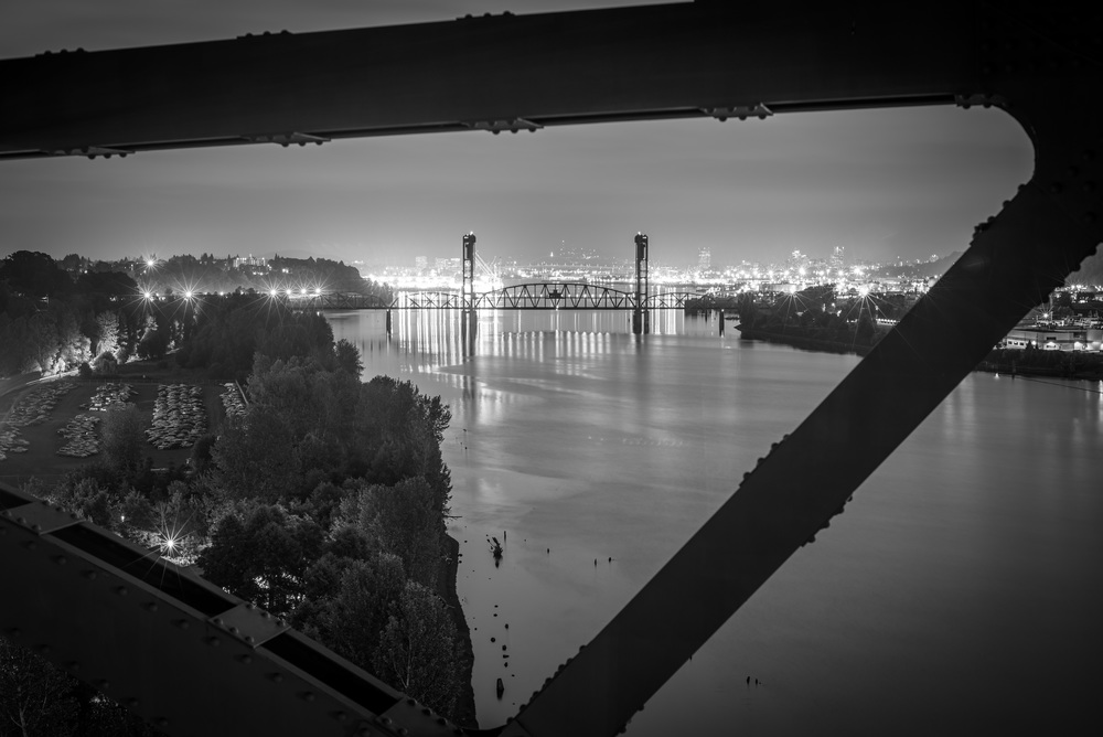 The Hawthorne Bridge in all its black and white beauty