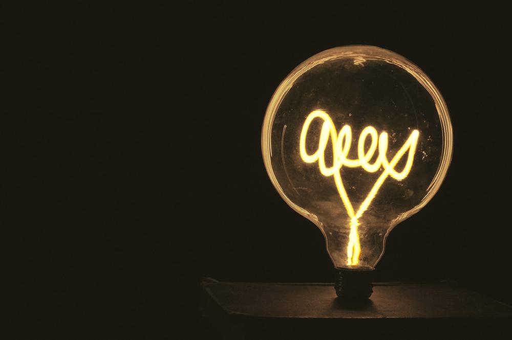 Lightpainting behind an empty bulb
