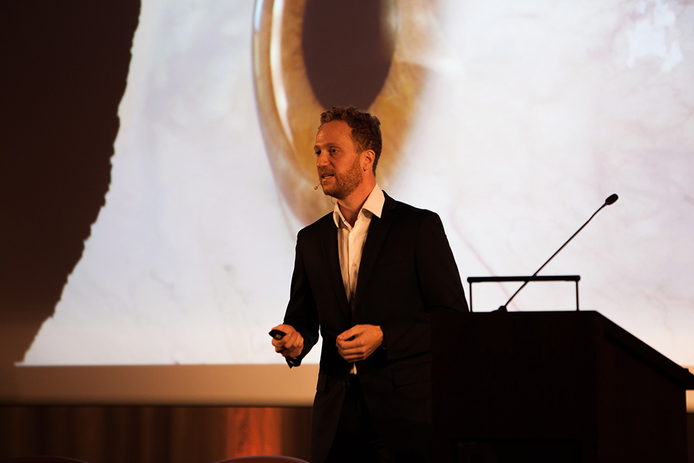 Pascal Bérard (ETH/Disney Research Zurich) Virtual Actors and the Power of the Human Eye