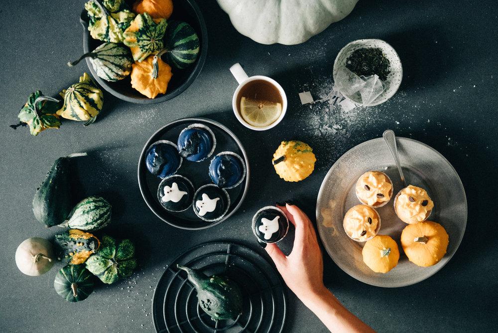 Stämningsbild inför Halloween. Vill du beställa supergoda cupcakes med roliga motiv och dekorativa pumpor är det bara höra av er!