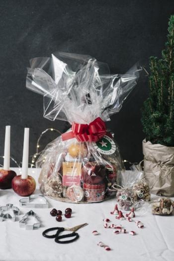 Innehåller bland annat shortbread, smaksatta mandlar, Danablu, engelsk cheddar, Coeur de Chèvre, Rocamadour och Tourtain.  Pris  :  595 kr (leveransavgift tillkommer)