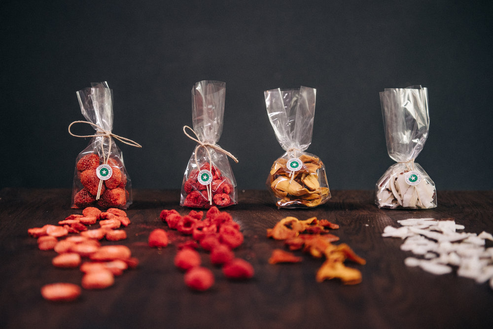Olika typer av torkad frukt som passar perfekt som snacks.