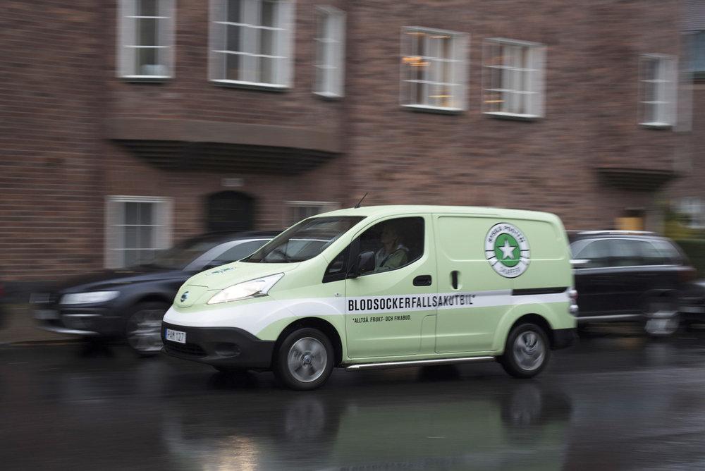 Vi på Ryska Posten Skafferi bryr oss om hållbarhet och miljön - på riktigt! Därför försöker vi tänka medvetet i alla beslut vi tar, stora som små. Vår ambition att minska miljöpåverkan är lika viktig som att ge service i världsklass för våra kunder. Därför rullar våra blodsockerfallsakutbilar av 100% el från vårt egna vindkraftverk!