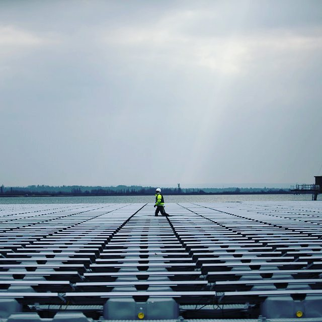 Queen Elizabeth II Reservoir, UK:  This reservoir on the outskirts of London is nearing completion. It will hold 23,000 solar panels, making it the largest solar farm in the world! (though larger arrays are under construction). The project carries a cost of £6m and will power the provision of clean water to 10 million people in Greater London (a hugely underestimated drain of electricity). Photo Credit: newsok.com  #engineering  #civilengineering #floating #london #solar #solarpower #solarpanels #renewableenergy