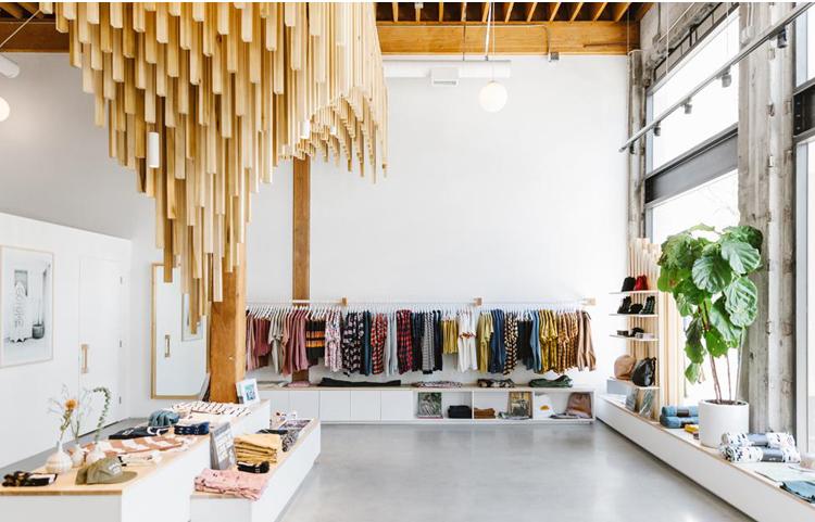 Banks Journal Flagship Store in LA. Die perfekte Verbindung von sauberer und minimaler Ästhetik mit natürlichen Materialien.