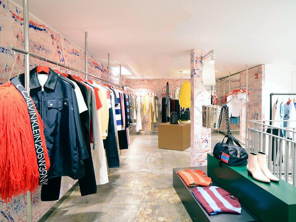 """Calvin Klein Abteilung im kreativen Store """"Dover Street Market"""" in New York. Auf jeder Etage wartet ein weiteres Visual Merchandising Highlight.Foto © DSMNY"""