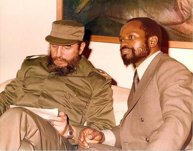 Fidel Castro with Samora Machel.jpg