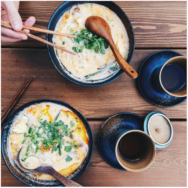 Kokosmilchsuppe mit Reisnudeln, Seitan und Tofu