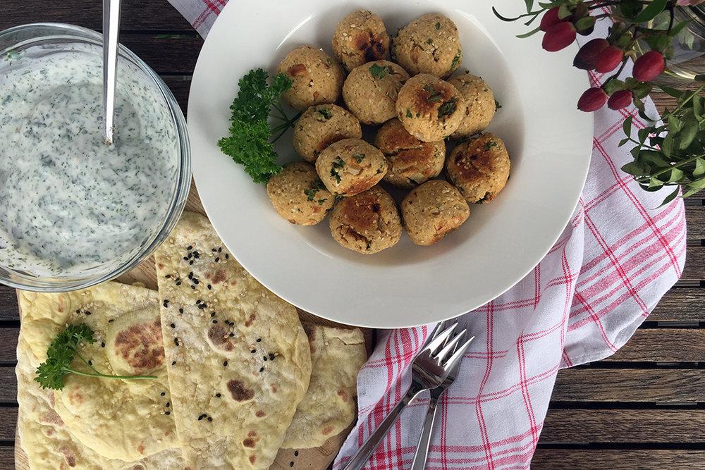 Einfache Falafel mit Lupinen-Dip
