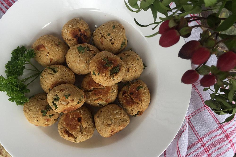 Vegane Falafel mit Lupinen-Dip