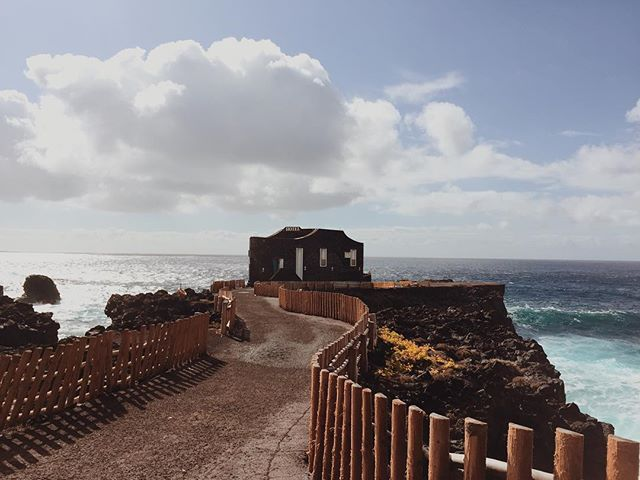 I like this place and could willingly waste my time in it ~ Shakespeare / Oh El Hierro, you get me anytime! ⠀⠀ #elhierro #welltravelled #passportexpress #openmyworld #goplayoutside #exploremore #wonderful_places #ilovetravel #travelnow #traveldeeper #roamtheplanet #exploringtheglobe #mytinyatlas #traveltips #travelwithme #traveljunkie #minimal_perfection #minimalism_world #earthofficial #photooftheday #nature_wizards #sunshinetherapy #unlimitedparadise #saltescape