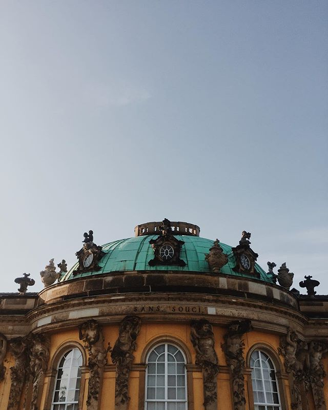 Back in Tenerife and still thinking about this beauty! ⠀⠀ #potsdam #schlosssanssouci #sanssouci #brandenburg #germanroamers #castles_oftheworld #goplayoutside #welltravelled #nature_wizards #planetdiscovery #unlimitedplanet #alwaysgo #natureaddict #roamtheplanet #getoutstayout #openmyworld #exploringtheglobe #exploremore #girlsthatwander #photosinbetween #greentravel #travelwriter #travelblog #traveljunkie #greenblogger #slowtravel #travelnow #bucketlist #visualwanderlust