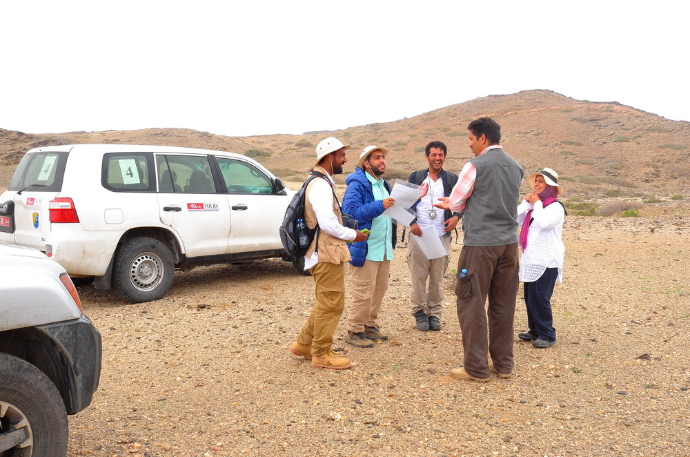 Assistant Professor Dr. Arafat Al-Shuaibi, Instructor of Field Geology and Teaching Assistant Soad Qabazaed with students.