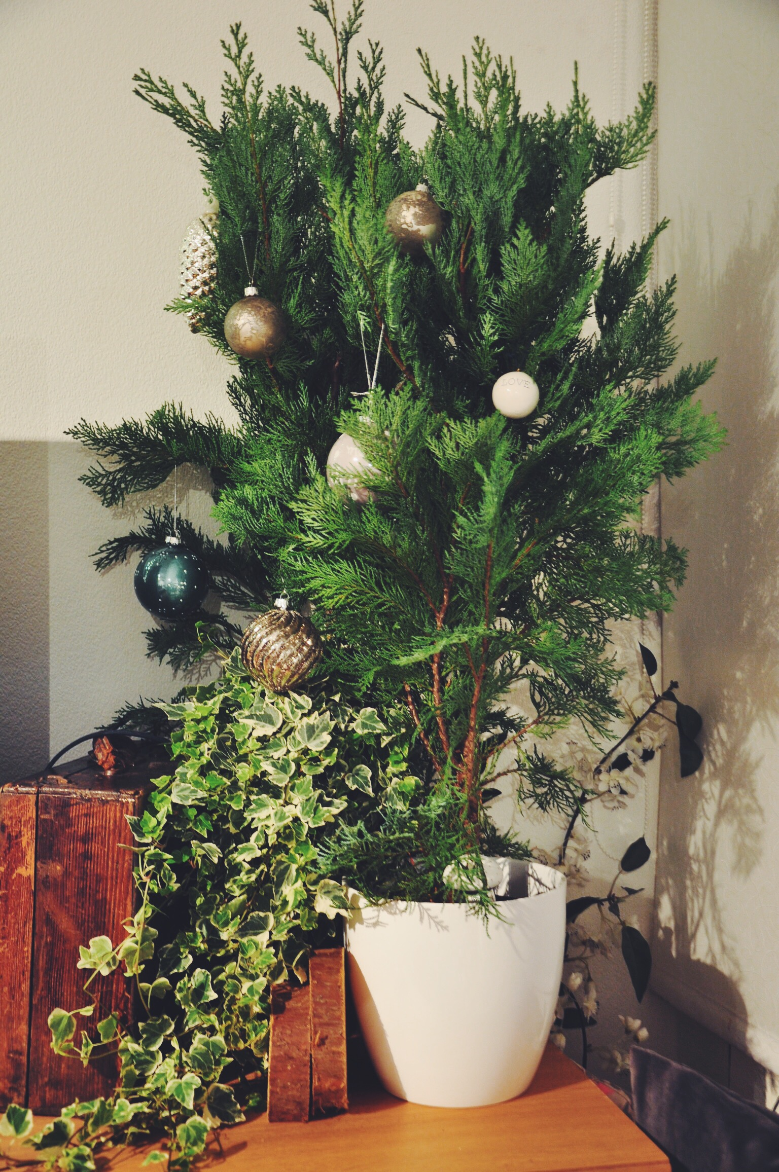 christmas forest, christmas tree, baubles, christmas decorations