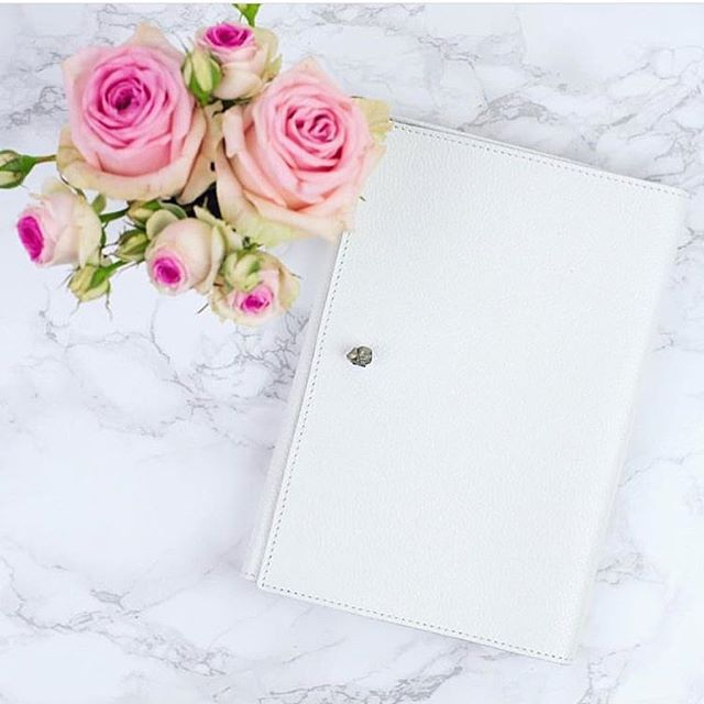 Tonight, after a manic day, I'm taking time for me. First off, journaling. Empty pages, allowing me to freely scribble, my thoughts, my lists, my joys, my pains - freeing my mind of everything, giving me space to dream again, create more..parent well..get yours online - link in bio x