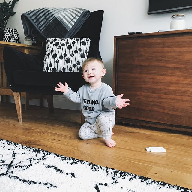 TADAAAAA - now he can do it he doesn't stop clapping!  We posted a blog today all about change bags, I know, exciting right! Go check it out x