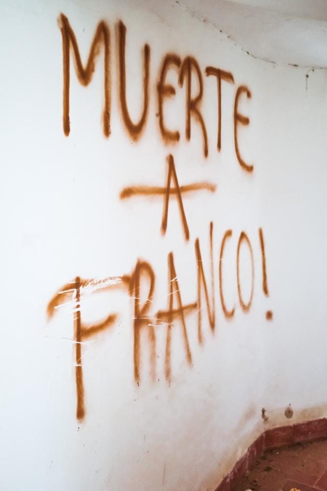 "Translates ""Death to Franco""."