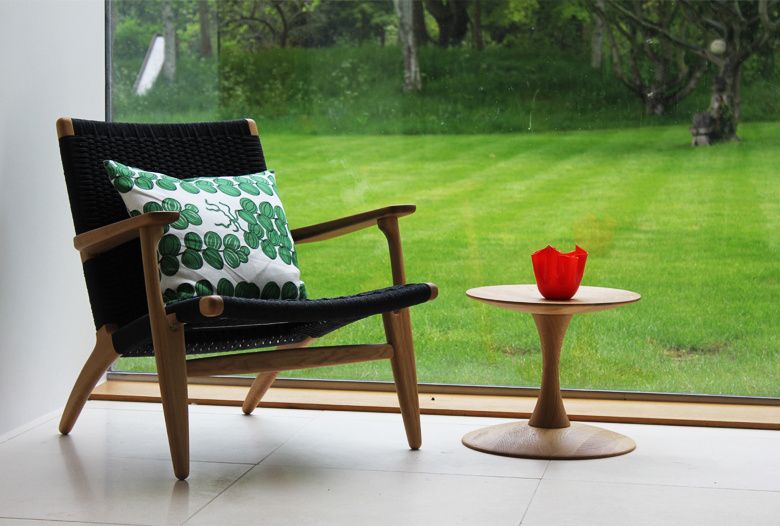 Hans_Wegner_CH_25_Armchair_chair_with_Nanna_Ditzel_Table_and_Josef_Frank_Pillow.jpg