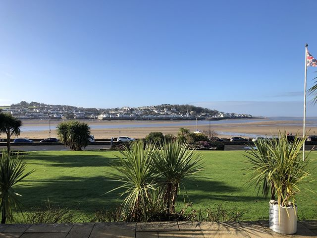 It is a beautiful day in Instow today! ☀️⠀ ⠀ Did you know?⠀ ⠀ The @commodorehotelinstow is open to non residents everyday. Occasionally we close for a private function but this will be clearly stated on our website and social media channels. ⠀ ⠀ We serve hot drinks, cake and pastries 10-12 ⠀ ⠀ Lunch is served 12-2 ⠀ ⠀ Dinner is served 6:30-9pm. ⠀ ⠀ We have a large car park and you can enjoy views like this when the sun is shining. Come and see us soon?! ⠀ ⠀ www.commodore-instow.co.uk ⠀ ⠀ #commodorehotelinstow #instow #northdevon #appledore #bideford #teaoclock #coffee #coffeeandcake #lunch #dinner #quarterdeckbar #viewstodinefor #opentoall