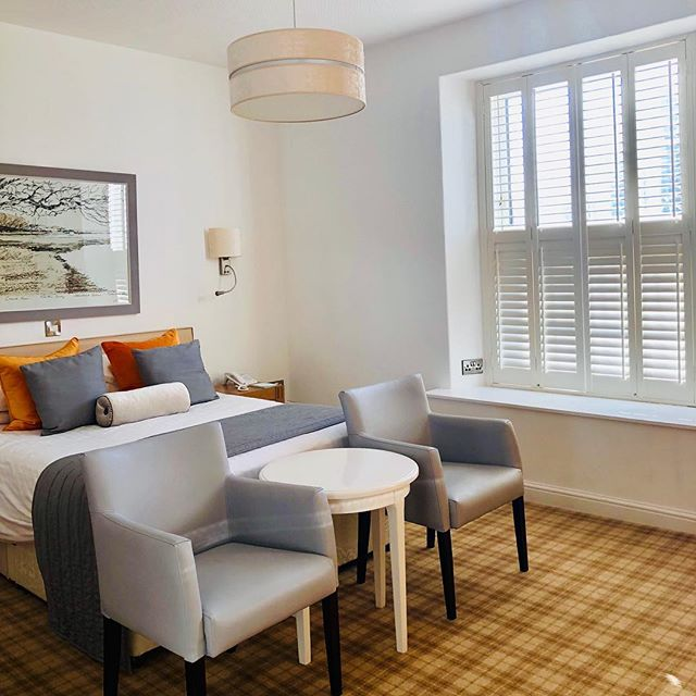 Book your stay before the 13th February to receive a special 10% discount on all room types inclusive of Dinner and a Full English Breakfast served in our brand new @strandfieldgrillinstow ⚓️ ⠀ Rear Facing £189 (usually £210)⠀ ⠀ Sea Facing £209 (usually £232)⠀ ⠀ Marine Room £238 (usually £264)⠀ ⠀ Rates are per couple, per night. Min 2 night stay. Excluding Easter Weekend - Friday 19th - Monday 22nd April.⠀ ⠀ Book before 13th February and secure these rates with just £100 deposit. We are the perfect base to explore the delights of north Devon 🏖 ⠀ CALL 01271 860347 NOW TO SECURE YOUR BREAK⠀ ⠀ #commodorehotelinstow #instow #northdevon #springbreak #sale #discount #marinesuites #roomwithaview #bedandbreakfast #dbb #fullenglish #familyrunhotel #ohwedoliketobebesidetheseaside #ohwedoliketobebesidethesea #visitdevon #visitnorthdevon #devon #devonlife #devonliving #newrestaurant #cornwall #northdevonhotel #appledore #bideford #barnstaple
