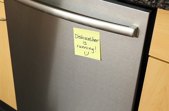 Franke+Fiorella's dishwasher with a Post-it® Note indicating that the dishwasher is running