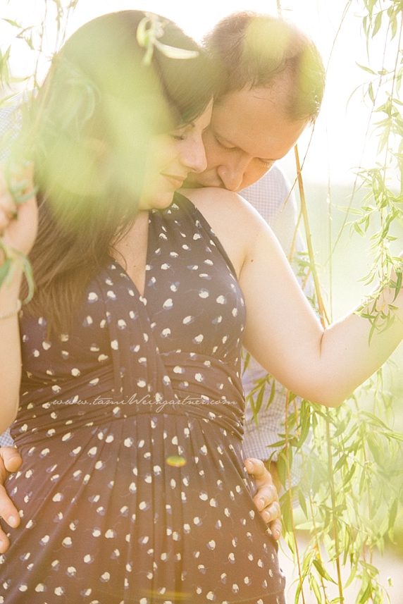 Gorgeous romantic light on a couple in a willow tree