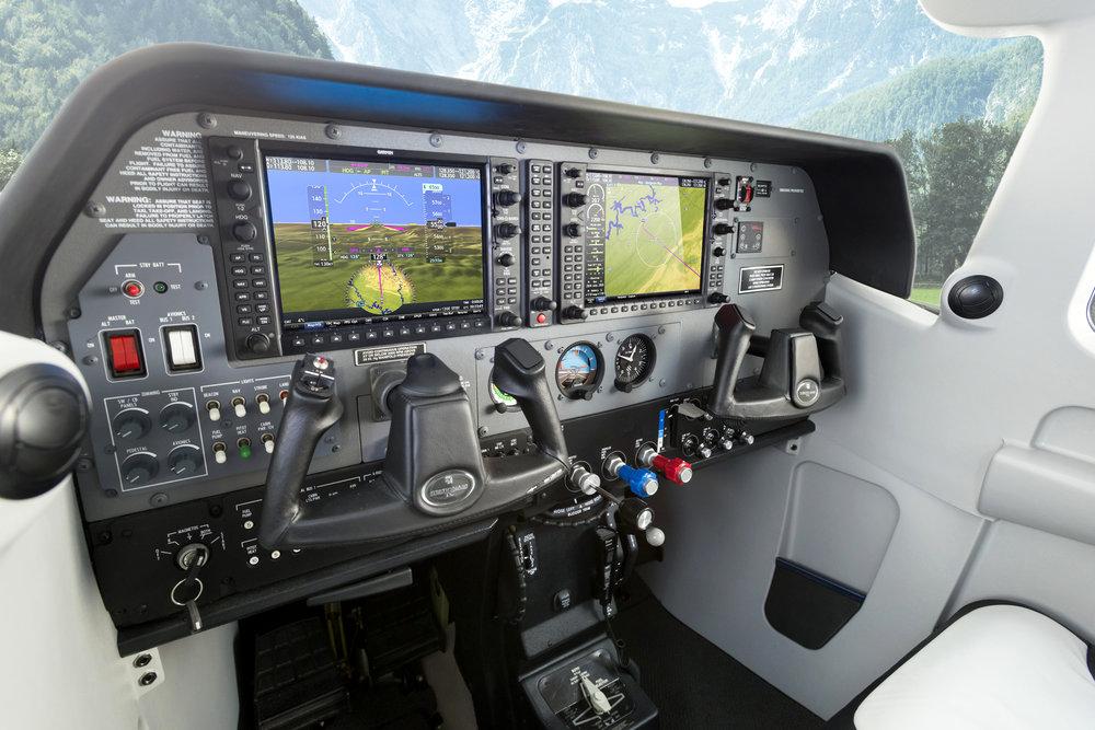 206_cockpit.jpg
