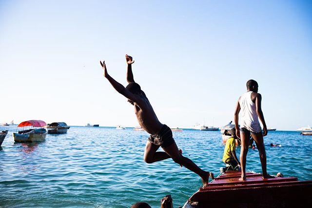 Dive into the last bit of Summer in Stone Town, Zanzibar Town, Tanzania #StoneTown #ZanzibarTown #Tanzania #summer ____________________________________________________ . . . . . #travel #igtravel #explore #adventure #photooftheday #neverstopexploring #deals #hoteldeals