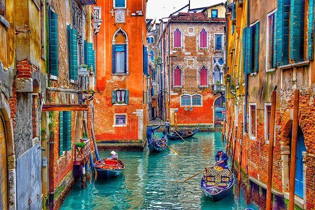 Venice, Italy #venice #Italy ____________________________________________________ . . . . . #travel #igtravel #explore #adventure #photooftheday #mondayfeels #neverstopexploring #deals #hoteldeals