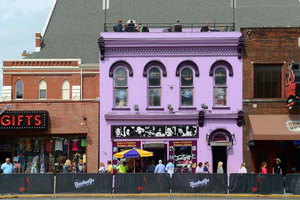 Exterior of Tootsie's, photo credit: jiawangkunshutterstock