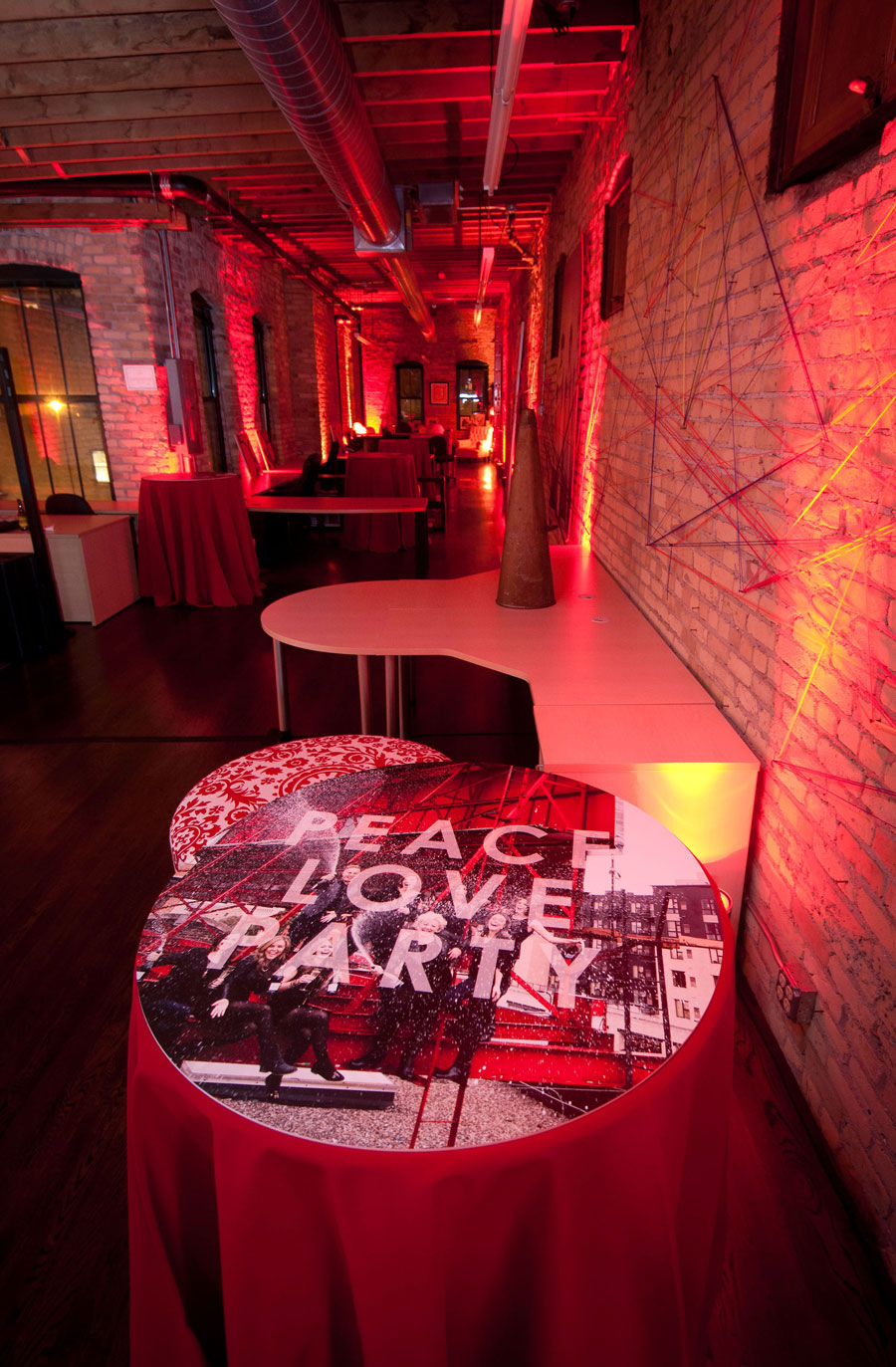 lola_red_peace_love_party_interior2.jpg