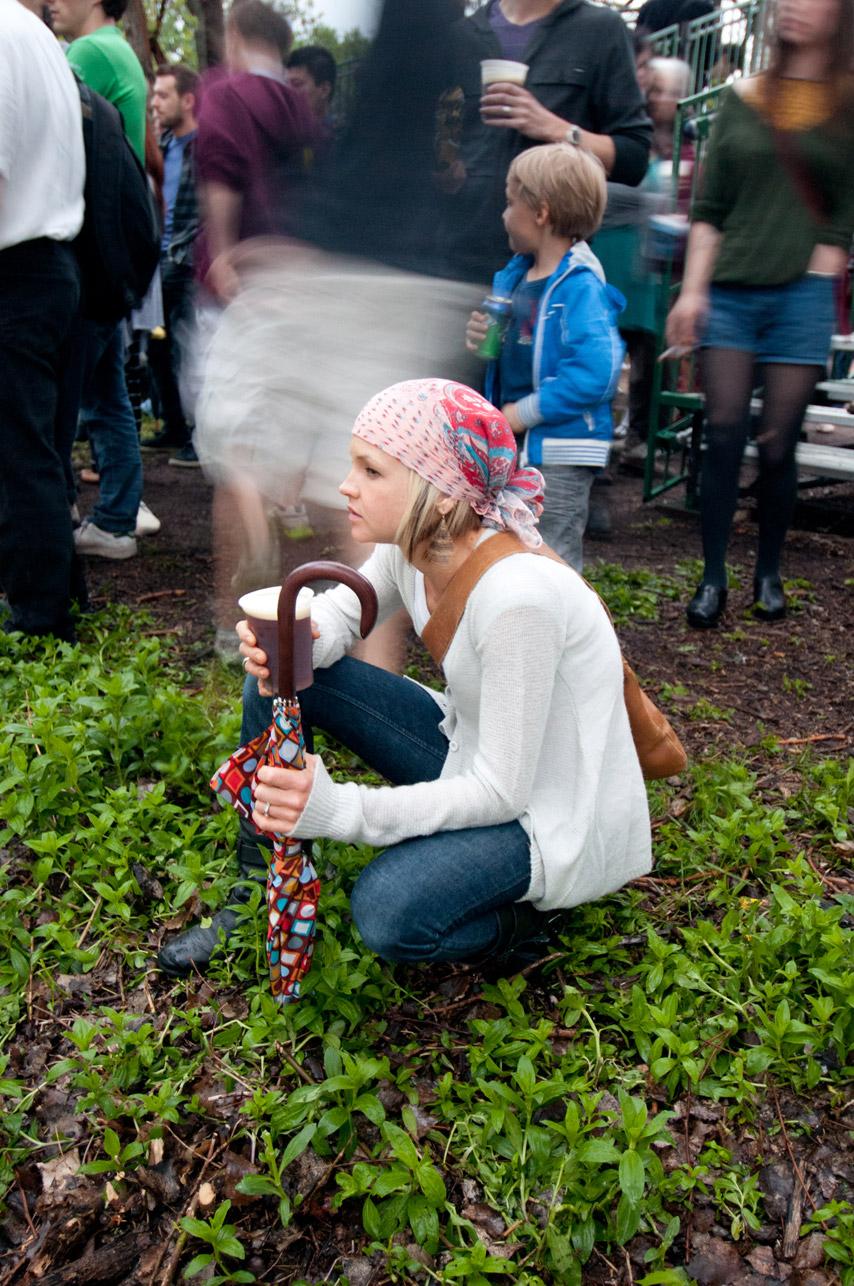 SampleRoom_AAW2011_girl_in_grass.jpg