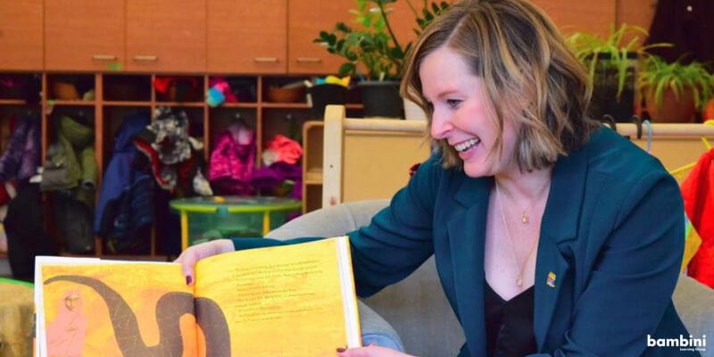 City Councillor Sarah Hamilton reading to the children at Bambini Hamptons.