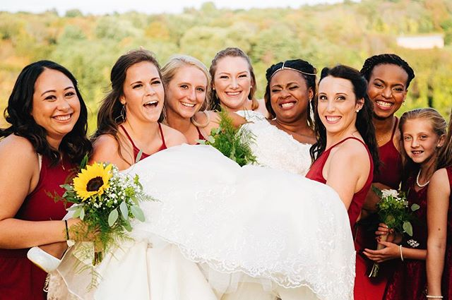 Had so much fun photographing this bunch 💍🥂 . . . #bridalparty #fallwedding #fallcolors #autumn #weddingseason #bridesmaids #laughter #genuinepeople #bridgewater #portraits #weddingphotography