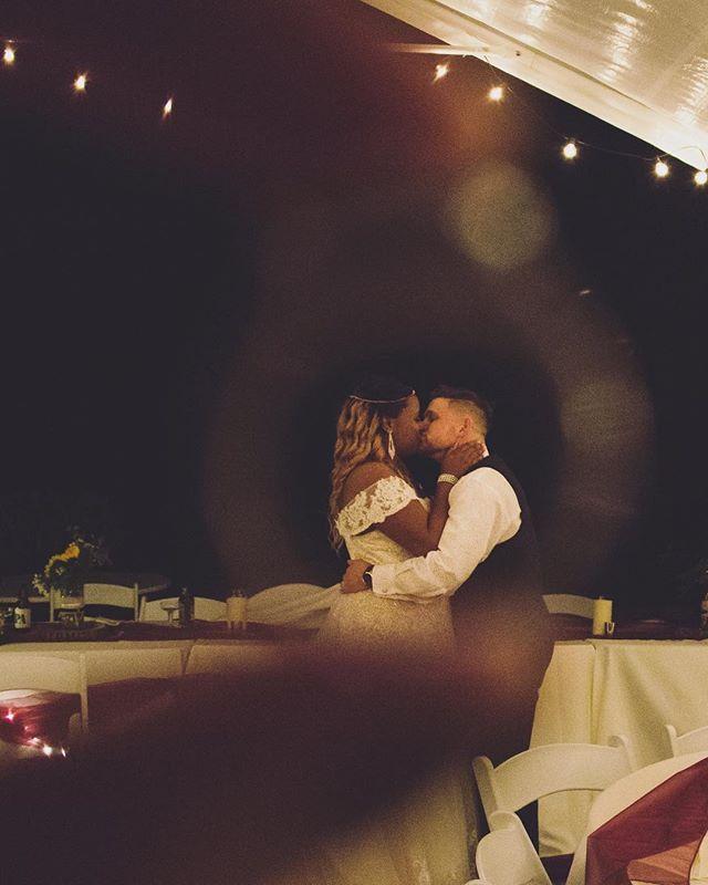 💍💍✨ . . . #romanticlighting #ring #heputaringonit #weddingphotography #portraits #couplegoals #truehappiness #fallwedding #love