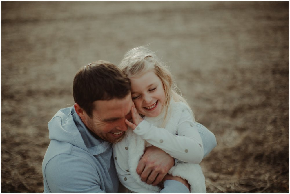 Milwaukee Family Photographer | Daddy and Daughter Fall Session | Dad and daughter hugs.