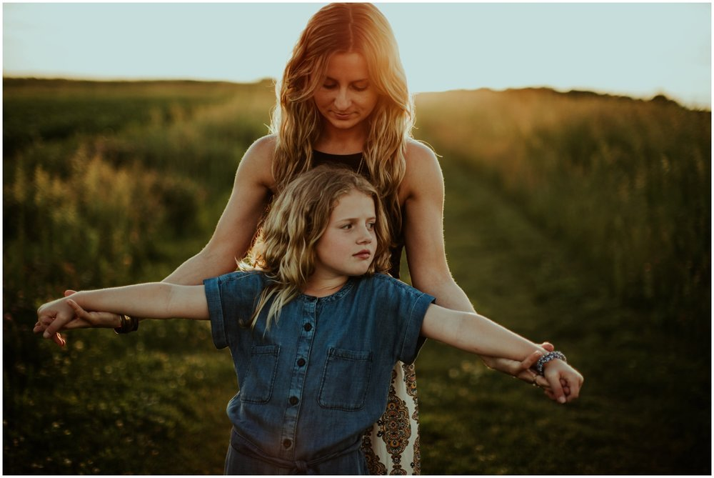 Milwaukee, Wisconsin Family Photographer | Mama and Me Session | Mom and daughter in sunset.