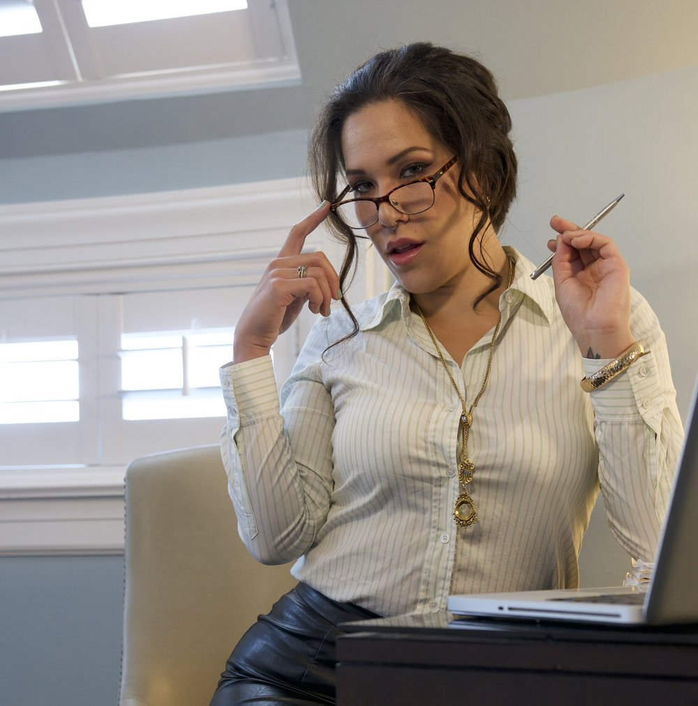 Am I the secretary or the boss? I like power exchange with the right person. We can switch, add mild sensuality, or BOTH!