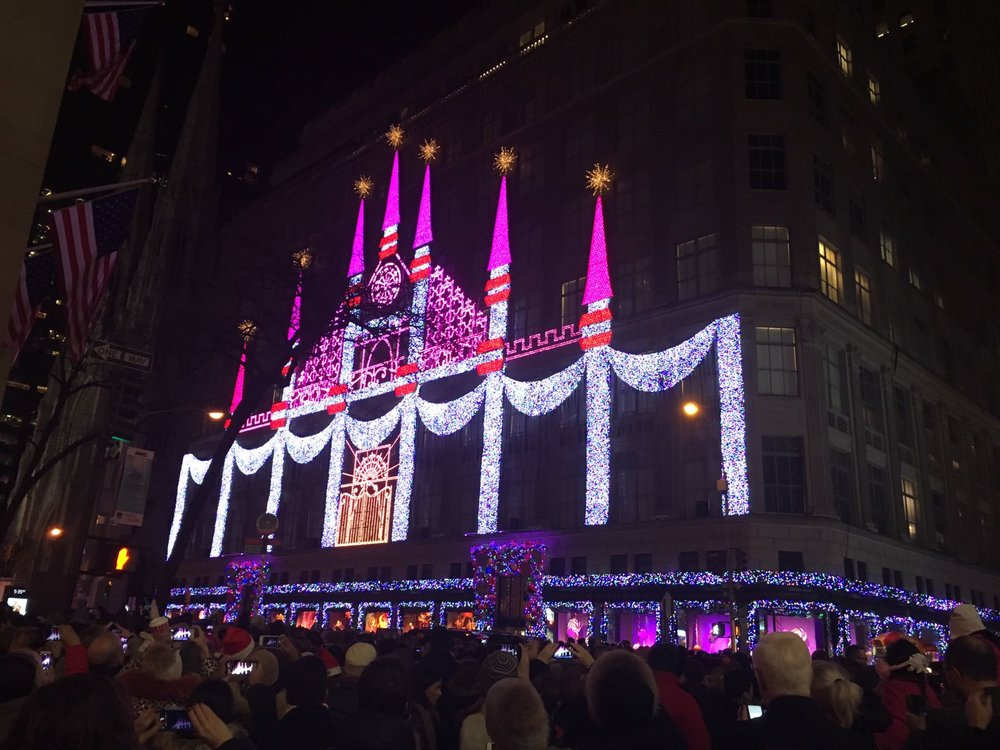 Saks Fifth avenue playing it's mesmerizing light, dance and music show  -  {click to see the show: Land of 1000 delights}