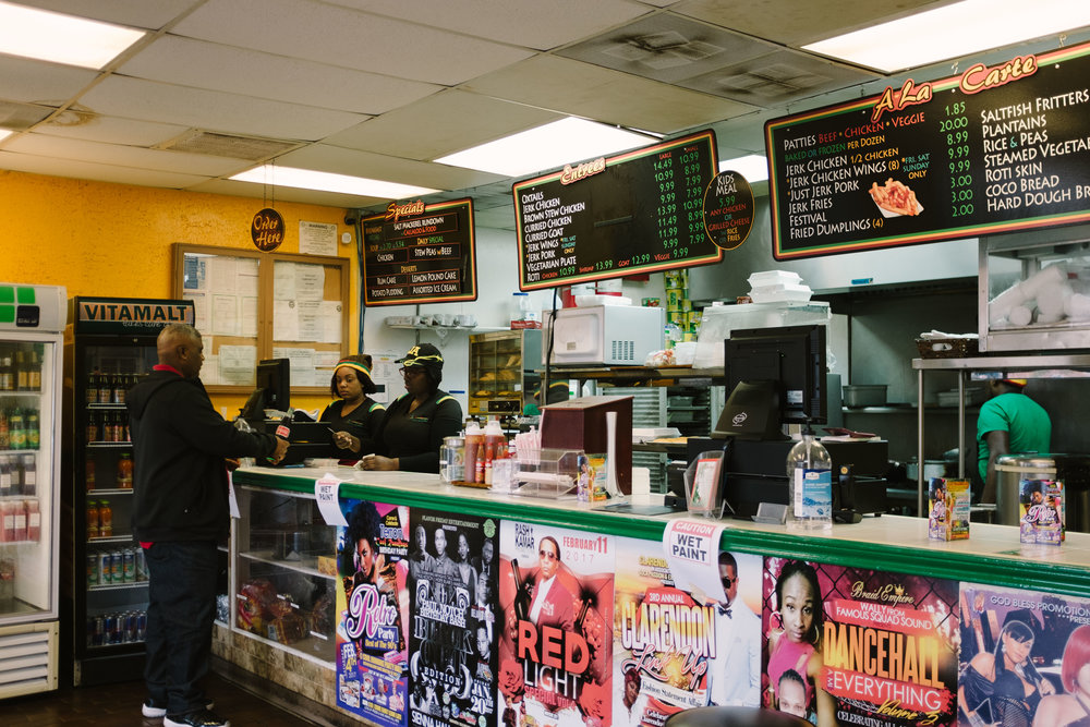 jamaican-food-houston-cool-runnings-counter