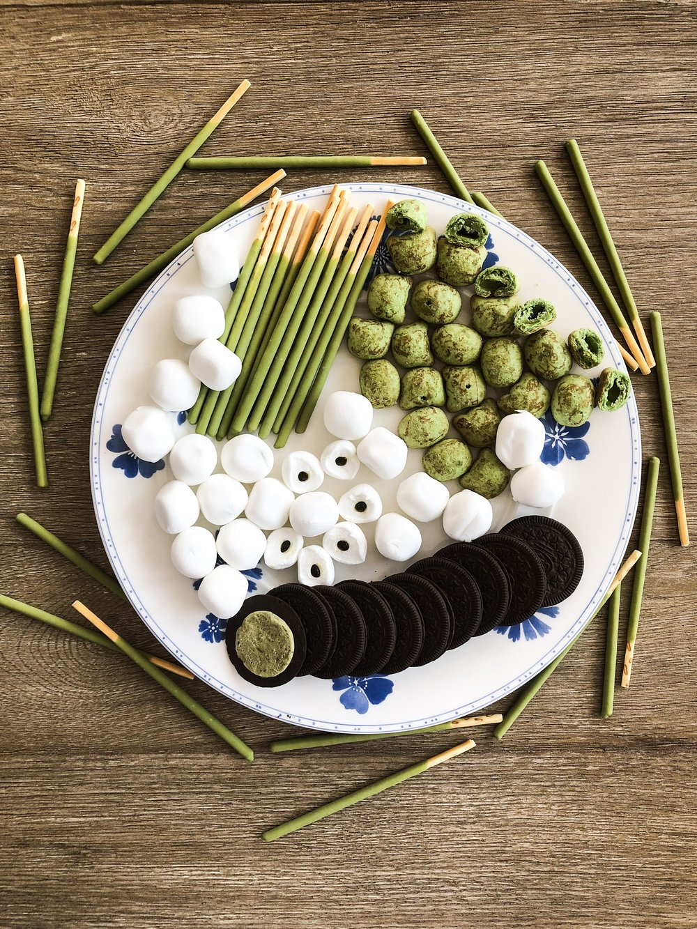 Matcha Snacks - Green Tea (Matcha) is a popular Japanese flavor that finds itself in a huge variety of sweet snacks and drinks. Here you can see Matcha Pocky sticks, Hello Kitty marshmallows with matcha jelly, Matcha Oreos, and Hello Panda matcha cookies (all from Nippan Daido).