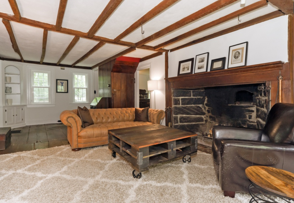 CT farmhouse living room before.PNG