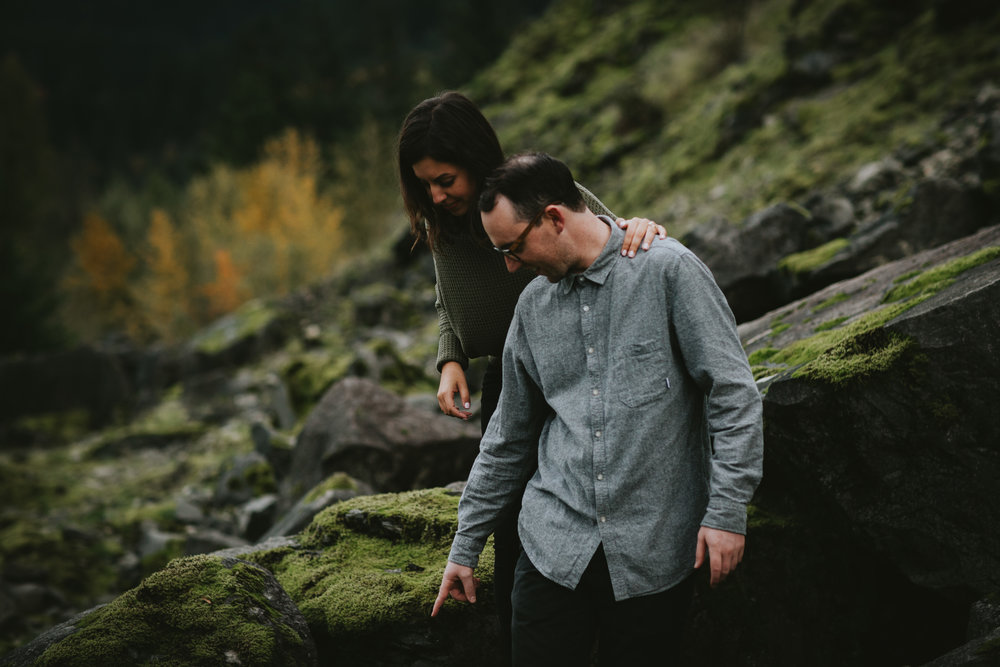 Gorge Oregon Engagement Photos-11.jpg