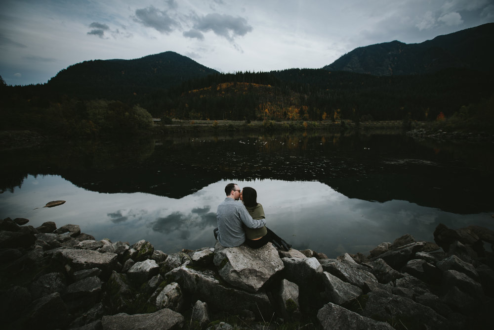 Gorge Oregon Engagement Photos-8.jpg