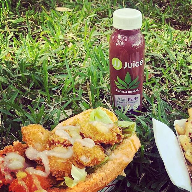 #Repost @felype_garcia with @get_repost ・・・ Enjoying the day at the #Park with some #HawaiianFood #LakeEola #SundayFunday @drinkjjjuice